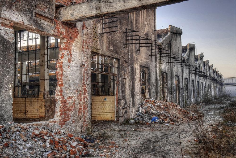 photoblog image Abandoned - The Huge Factory Outside