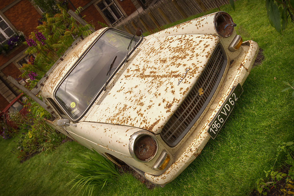 photoblog image Old Peugeot Diesel decorating Garden